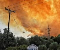 MİÇOTAKİS PLAJ GÖRÜNTÜLERİ - Yunanistan yanarken Miçotakis keyif peşinde!