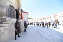 Konya'da Her Cuma Selçuklu Sultanlarina Saygi Nöbeti Tutuluyor