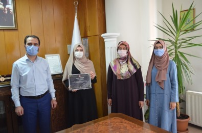 Tavsanli'da Dereceye Giren Kiz Kur'an Kursu Ögrencileri Ödüllendirildi