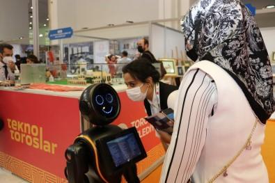 Toroslar Belediyesinin 'Mini Ada Robot'u Serginin Maskotu Oldu