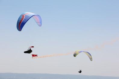 30 Agustos Zafer Bayrami'ni Toros Daglari'nda Uçarak Kutladilar