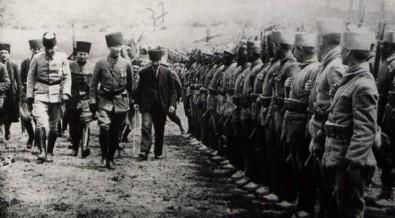 Atatürk ve Zaferin kahramanları...