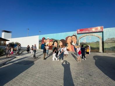 Baskan Özyigit, 'Duvarlari Asan Özgürlük' Projesini Inceledi