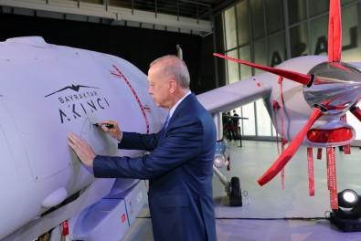 Cumhurbaskani Erdogan Akinci TIHA'ya Ilk Imzayi Atti