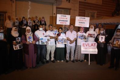 Diyarbakir'da Ailelerin Evlat Nöbeti Gece De Devam Ediyor