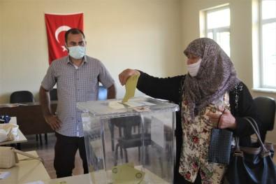 Elazig'da Bir Köy Mahalle Olmak Için Referanduma Gitti