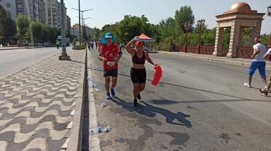 Maratoncunlar Çevre Temizligine Dikkat Etmedi