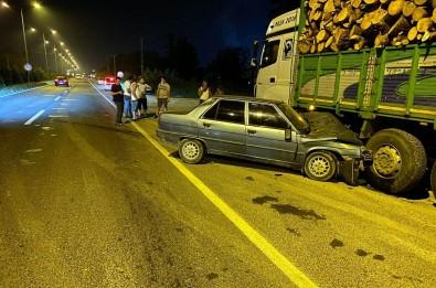 Samsun'da Otomobil Kamyonla Çarpisti Açiklamasi 2 Yarali