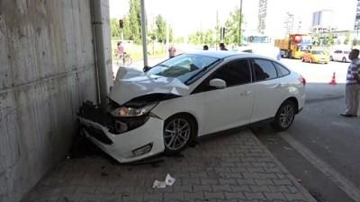 Sivas'ta Kamyonet Ile Otomobil Çarpisti Açiklamasi 3 Yarali