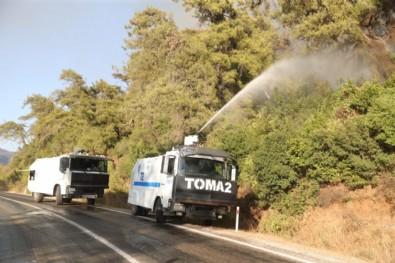 Sosyal medyada yalan dolanla algı yapanlar iyi okuyun! EGM'nin TOMA'ları yangına müdahale ediyor!