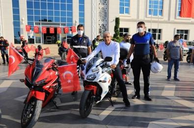 Battalgazi'de Motosiklet Kortejli Zafer Bayrami Kutlamasi