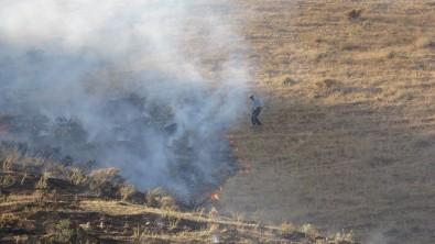 Bitlis'teki Örtü Yangini Ormanlik Alana Siçramadan Kontrol Altina Alindi