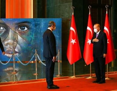 Cumhurbaskani Erdogan'in 30 Agustos Tebriklerini Kabulündeki Tablo Detayi