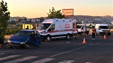 Elazig'da Iki Otomobilin Hurdaya Döndügü Kazada 9 Kisi Yaralandi
