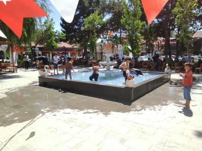 Hava Sicakliklari Artinca Süs Havuzuna Kostular