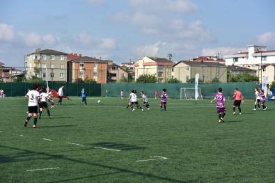 Tuzla'da 30 Agustos Zafer Bayrami'na Özel Kadinlar Futbol Turnuvasi Düzenlendi