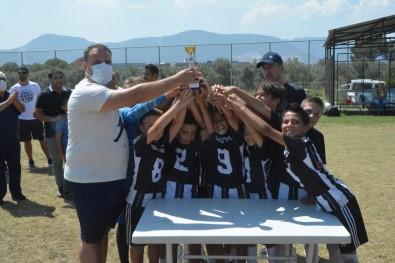 Yunusemre'de Zafer Bayrami Futbol Turnuvasi Düzenlendi