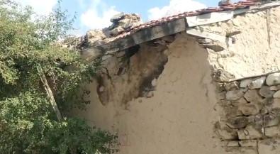 Altintas Depreminde Afyonkarahisar'daki Bir Köyde Ahir Duvari Yikildi