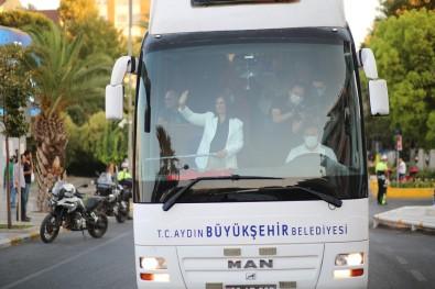 Baskan Çerçioglu Zafer Bayrami'ni Aydinlilarla Birlikte Kutladi