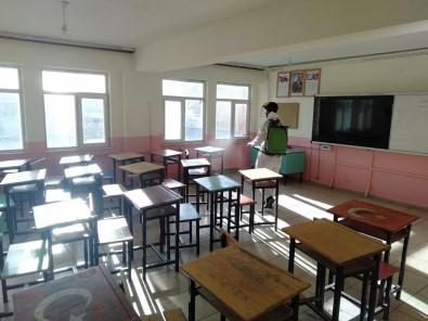 Çaldiran Belediyesi Okullari Dezenfekte Ediyor
