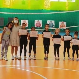 Cimnastikçiler Agustos'un Son Dersini Yapti