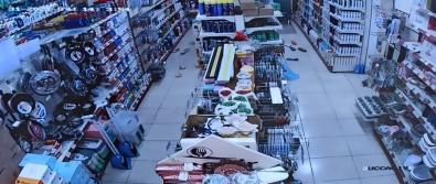 Deprem Aninda Marketteki Raflardan Ürünler Böyle Yere Düstü