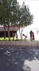 Diyarbakir'da Belediye Sulama Ekipleri Sicaktan Bunalan Çocuklari Serinletti