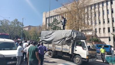 Erzurum Adliye Binasinda Önünde Hareketli Dakikalar