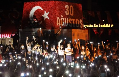 Fethiye 30 Agustos'u Kortej Ve Konserle Kutladi