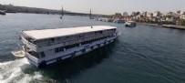 Galata Köprüsü'nden geminin üstüne atlayıp sosyal medyada paylaştı