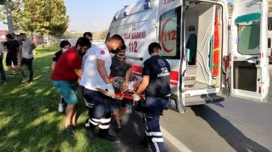 Isçi Midibüsünün Karistigi Zincirlemeli Trafik Kazasinda 20 Kisi Yaralandi