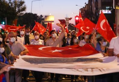Izmir'de 30 Agustos Coskusu Gün Boyu Sürdü