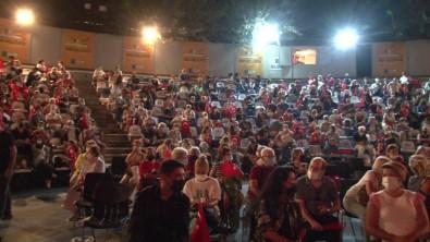 Kadiköy'de 30 Agustos Zafer Bayrami Konserler Ile Kutlandi