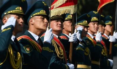 Kirgizistan Bagimsizlik Günü Askeri Geçit Töreniyle Kutladi