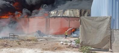 Mardin'de Plastik Üretim Fabrikasinda Yangin