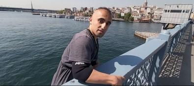 (Özel) Istanbul'da Çilgin Genç Galata Köprüsü'nden Geminin Üstüne Atladi