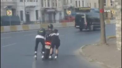 Patenli Gençler Canlarini Hiçe Sayarak Motosiklet Arkasinda Yolculuk Yapti