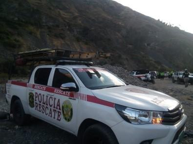Peru'da Otobüs Uçuruma Düstü Açiklamasi 29 Ölü, 22 Yarali
