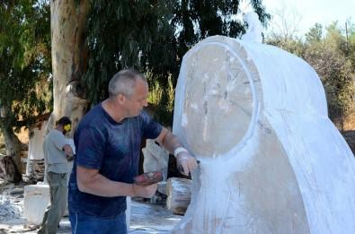 Sanatçilar Yanginlar Sonrasi Ibretlik Heykel Yapiyor