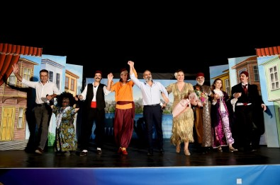 Tarsus Belediyesi, 'Tiyatro Aksamlari' Ile Binlerce Vatandasa Ulasti