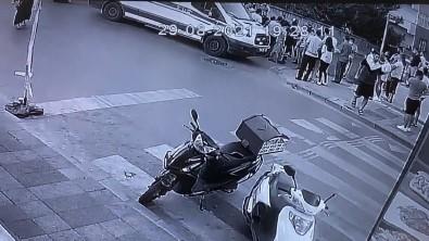Ümraniye'de Hamile Kadina Kaza Soku Açiklamasi Bebek Arabasina Motosiklet Çarpti