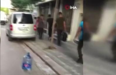 Zeytinburnu'nda Bir Minibüs Çok Sayida Insani Sokaga Birakti