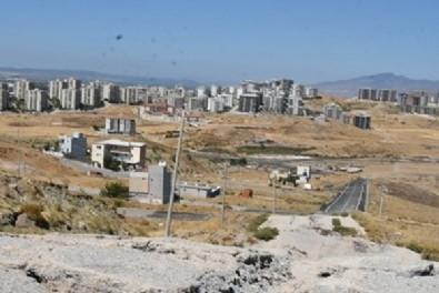 İzmir'de Harmandalı çöplüğünden sızan çöp suları Kösedere mevkisinde toprak kaymasına neden oldu