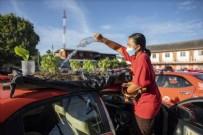 Tayland'da taksiler sebze bahçesine dönüştürüldü!