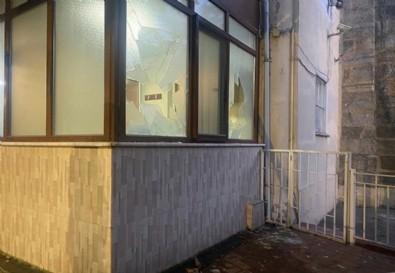 Kadıköy'deki Faikpaşa Camii'ne alçak saldırı! Bez parçalarını tutuşturarak yaktı .