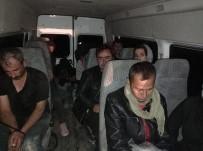 Kaçak Mülteci Tasiyan Kamyonet Devrildi Açiklamasi 2 Yarali