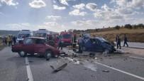 Gediz'de Iki Otomobil Kafa Kafaya Çarpisti Açiklamasi 2 Ölü, 2 Yarali