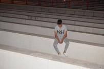 Malatya'da Alt Geçitteki Intihar Girisimini Polis Engelledi