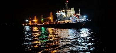 Çanakkale Bogazi'nda Çarpisan Gemi Izmir'e Götürüldü