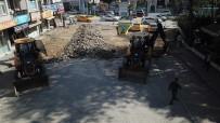 Akyazi'da Cadde Ve Sokaklar Yenileniyor